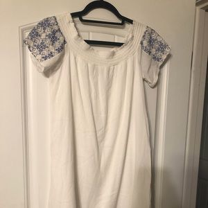 Dresses & Skirts - NWOT. White and blue knee dress. Size M.